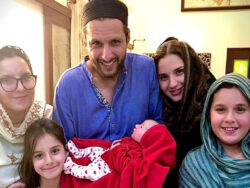 Shahid Afridi blessed with fifth daughter