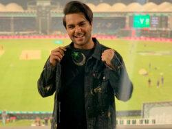 Asim Azhar responds to a fanabout PSL's new anthem